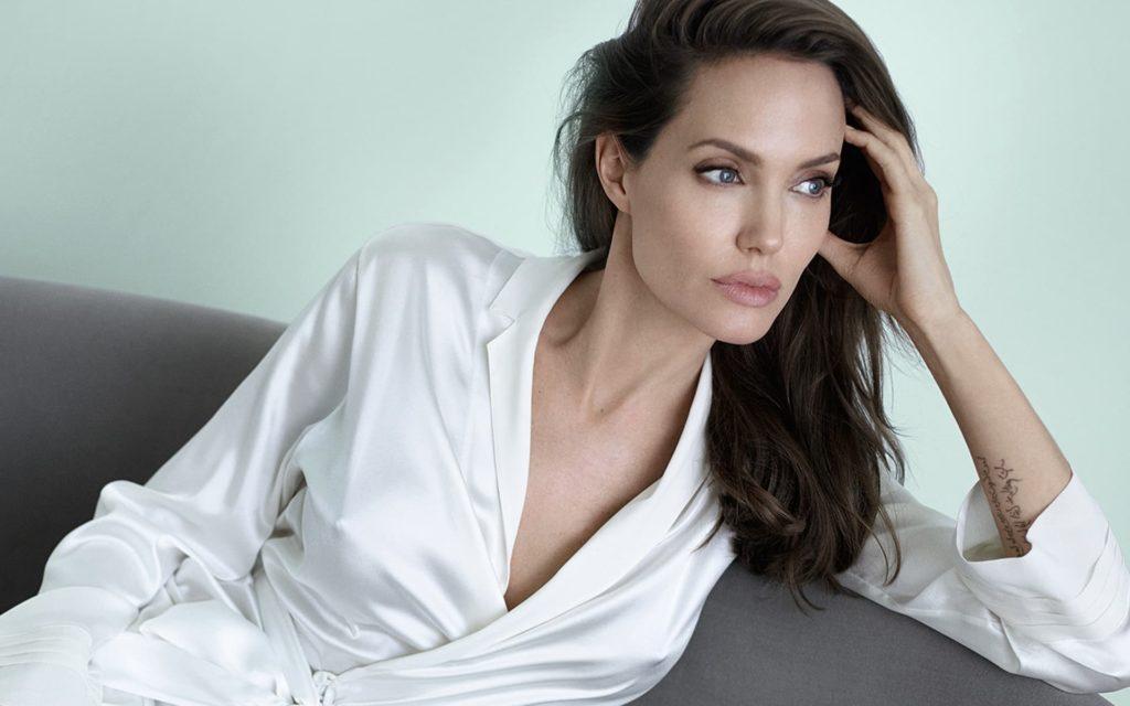 Angelina Jolie - BMW Hydrogen 7